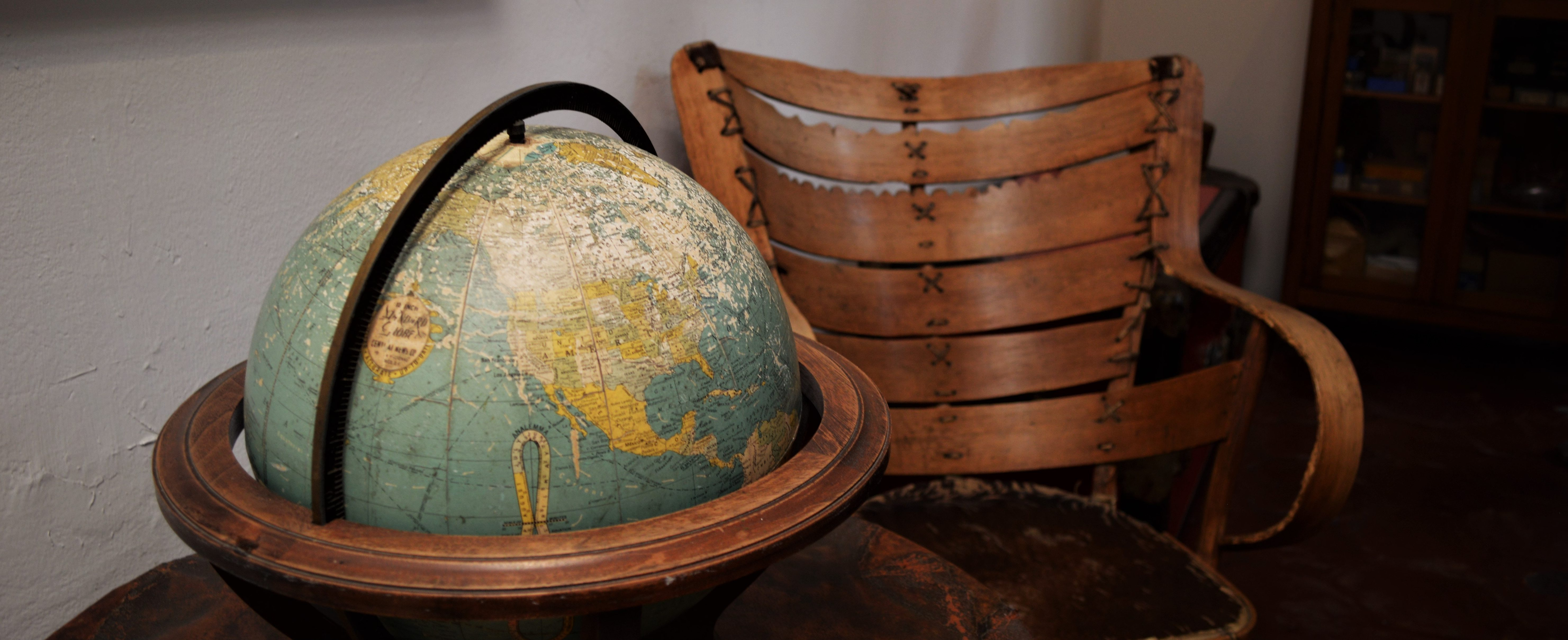 globe-with-empty-chair